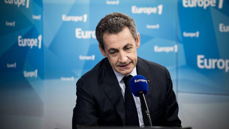 Nicolas Sarkozy, jeudi 8 juin 2016, dans les studios d'Europe 1, à Paris. (PHILIPPE LOPEZ / AFP)