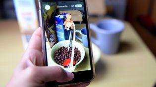 """Le jeu """"Pokémon Go"""" permet à ses utilisateurs de débusquer des Pokémons dans des lieux toujours plus innatendus  (Susann Prautsch / DPA / AFP)"""