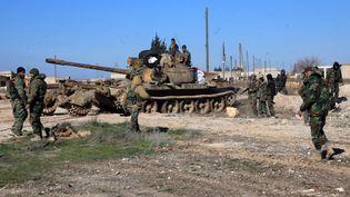 Les troupes loyalistessyriennes dans la ville d'Ain Al-Hanash, près d'Alep, le 26 janvier 2015. (GEORGES OURFALIAN / AFP)