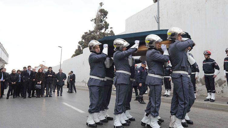 Lors de l'enterrement de Roger Hanin au cimetière Saint-Eugène, près d'Alger, le 13 février 2015. (SIDALI DJARBOUB/NEW PRESS/SIPA)