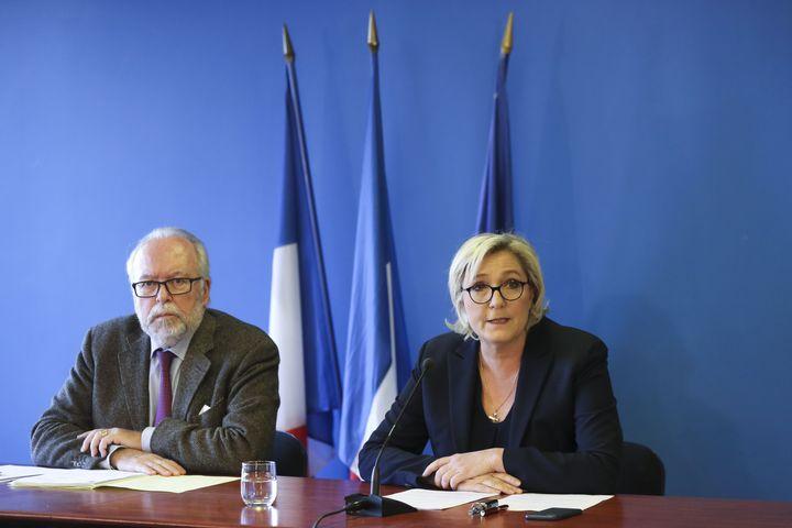 Wallerand de Saint-Just et Marine Le Pen, le 22 novembre 2017. (JACQUES DEMARTHON / AFP)