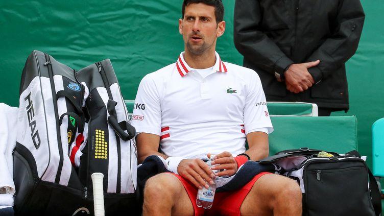 Le Serbe Novak Djokovic lors des huitièmes de finale de Monte-Carlo, le 15 avril 2021.  (VALERY HACHE / AFP)