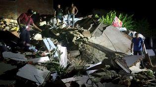 Cet immeuble de Manta (ouest de l'Equateur) s'est effondré sous la violence du tremblement de terre, le 16 avril 2016. (STRINGER / REUTERS)
