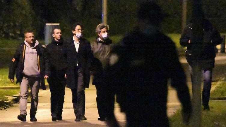 Les avocats de Michel Fourniret à Guermantes (Seine-et-Marne) le 15 octobre 2020, lors de la reconstitution de l'enlèvement d'Estelle Mouzin. (LUCAS BARIOULET / AFP)