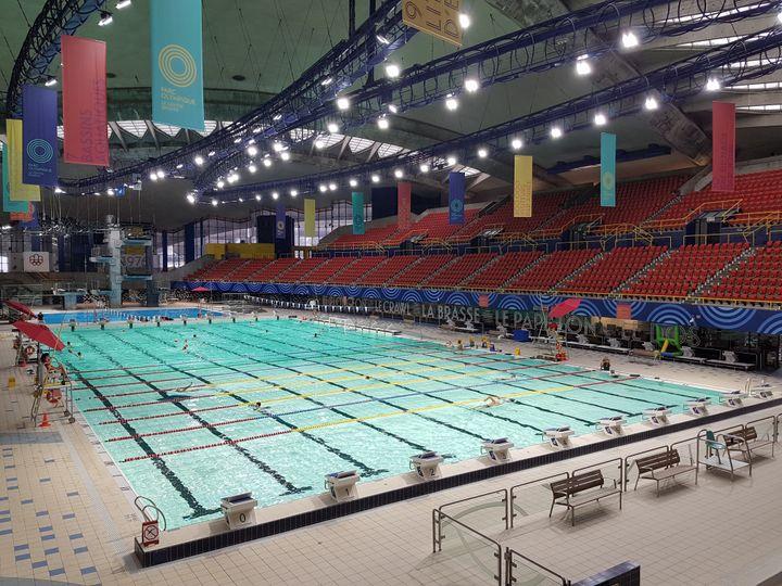 La piscine olympique vieille de 44 ans parait neuve. (CECILIA BERDER / FRANCEINFO / RADIO FRANCE)