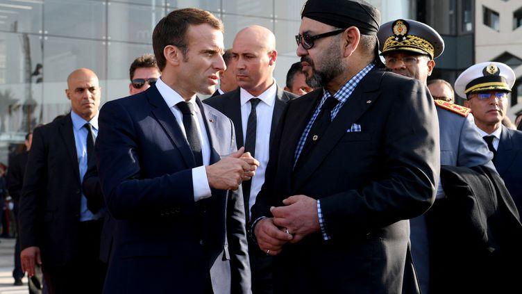 Emmanuel Macron et le roi du Maroc Mohamed VI lors d'une visite du président de la République française à Rabat, le 15 novembre 2018. (CHRISTOPHE ARCHAMBAULT / POOL)