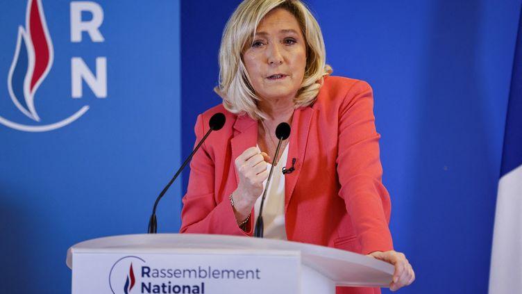 Marine Le Pen lors d'une conférence de presse au siège du Rassemblement national à Nanterre (Hauts-de-Seine) le 29 janvier 2021 (THOMAS SAMSON / AFP)