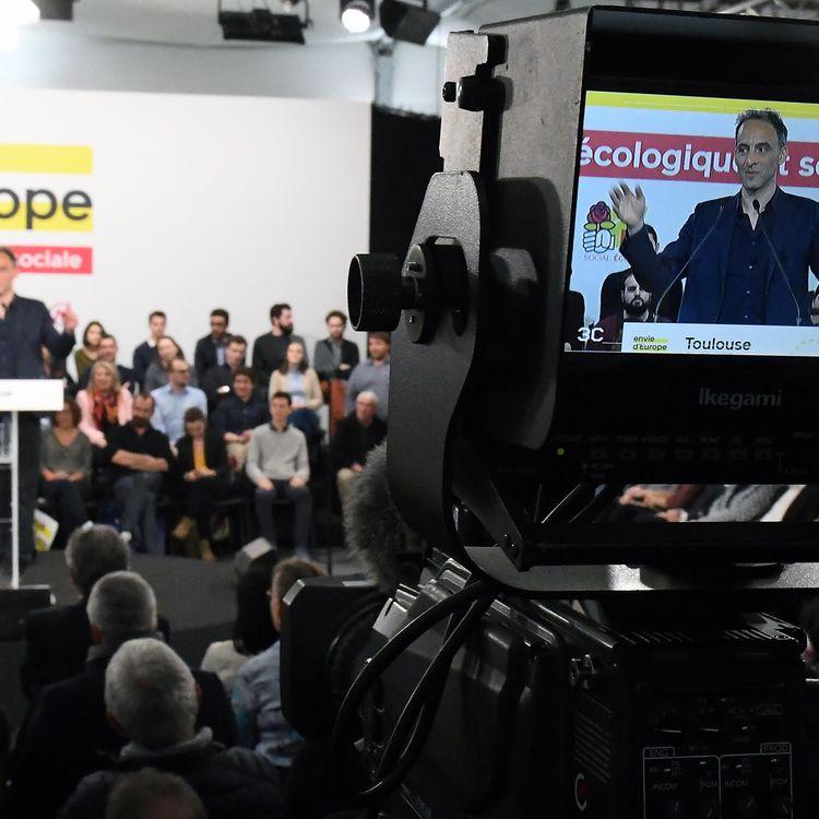 Raphaël Glucksmann, tête de liste aux européennes du PS et de Place publique, en meeting à Toulouse (Haute-Garonne), le 6 avril 2019. (PASCAL PAVANI / AFP)