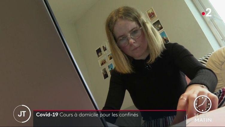 La motivation est plus difficile à trouver pour sa sœur Anaïs, élève de seconde. (France 2)