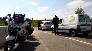 Contrôle de police sur une route à Perpignan, le 14 avril 2016. (MICHEL CLEMENTZ / MAXPPP)