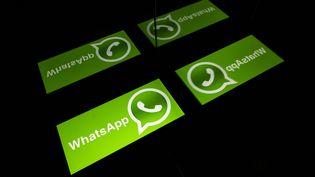 Le logo WhatsApp. (LIONEL BONAVENTURE / AFP)