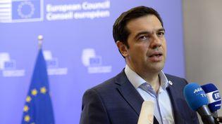 Le Premier ministre grec, Alexis Tsipras, s'exprime face à la presse à l'issue d'un sommet des dirigeants de la zone euro, à Bruxelles (Belgique), le 13 juillet 2015. (THIERRY CHARLIER / AFP)