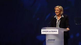 Marine Le Pen, lors de son meeting à Nice (Alpes-Maritimes), le 27 avril 2017. (VALERY HACHE / AFP)