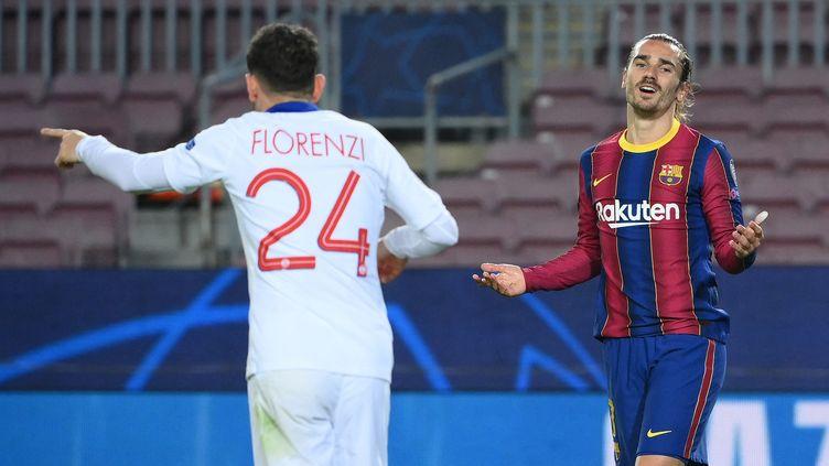 L'attaquant du Barça, Antoine Griezmann, frustré contre le PSG en 8e de finale aller de la Ligue des champions, le 16 février 2021. (LLUIS GENE / AFP)