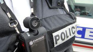 Une caméra-piéton sur un policier à Toulouse (Haute-Garonne). (  MAXPPP)