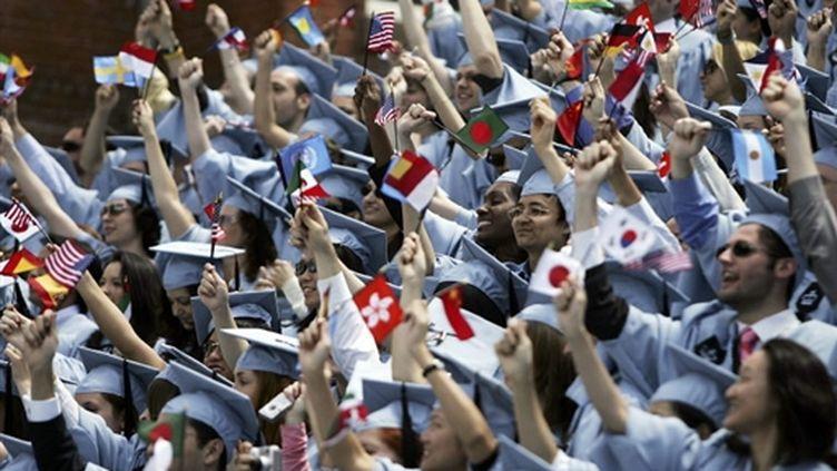 Des étudiants de l'université new-yorkaise Columbia, en mai 2005, fêtent leur diplôme de fin d'études. (Spencer Platt/Getty Images/AFP)