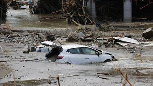 Une voiture au milieu des eaux après les inondations à Kastamonu, dans le nord de la Turquie, le 12 août 2021. (IHH / AFP)