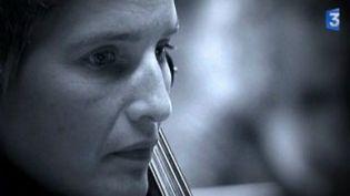 Pour Musiques en scène, Anne Gastinel décrypte Kaija Saariaho  (Culturebox)