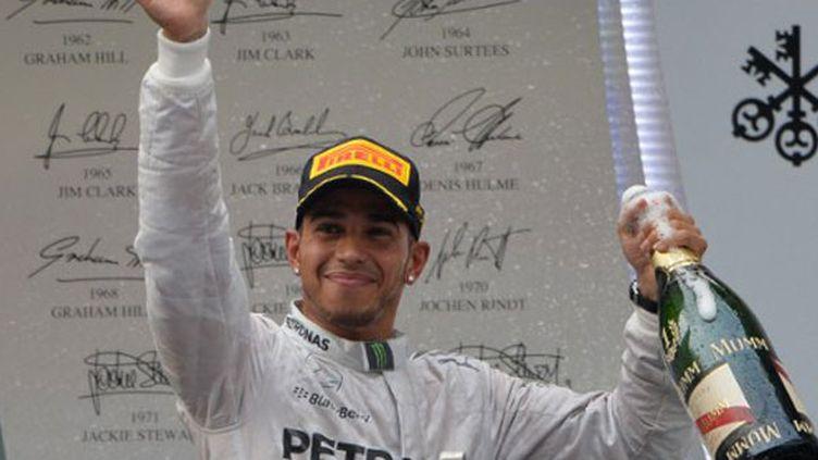 La joie du pilote britannique Lewis Hamilton
