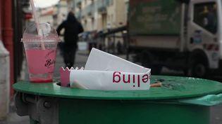 Environnement : les emballages de repas livrés ou à emporter s'accumulent dans les rues (France 3)