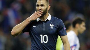 L'attaquant français Karim Benzema lors du match amical entre la France et l'Arménie au stade Allianz Riviera à Nice (Alpes-Maritimes), le 9 octobre 2015. (VALERY HACHE / AFP)