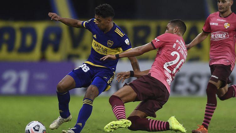 Boca Juniorsface au Barcelona Sporting Clublors du match de phase de groupes du tournoi de football Copa Libertadores au stade La Bombonera de Buenos Aires, le 20 mai 2021. (MARCELO ENDELLI / AFP)