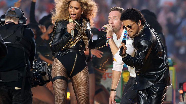 Beyoncé, Chris Martin et Bruno Mars se produisent à la mi-temps de la 50e édition du Super Bowl, à Santa Clara (Etats-Unis), le 7 février 2016. (USA TODAY SPORTS / REUTERS)