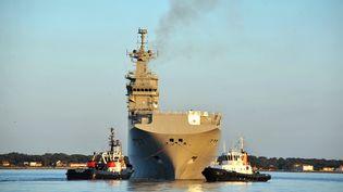 """Le """"Vladivostok"""", commandé par la Russie, aux chantiers navals de Saint-Nazaire (Loire-Atlantique), le 5 mars 2014. (FRANK PERRY / AFP)"""