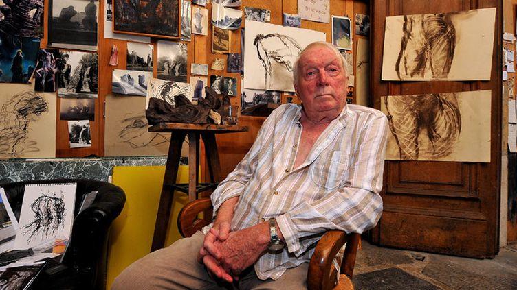 Eugène Dodeigne dans son atelier à Bondues le 27 juillet 2009  (Patrick Delecroix / PhotoPQR / La Voix du Nord / MaxPPP)