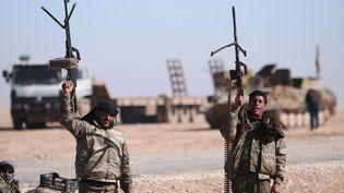 Des membres des Forces démocratiques syriennes au nord de Raqqa, en Syrie, le 3 février 2017. (RODI SAID / REUTERS)