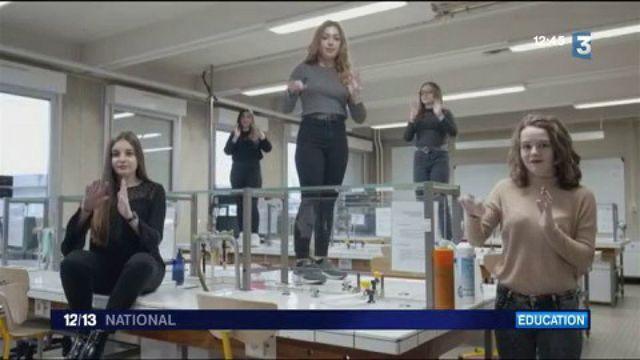 """Les Enfoirés 2017 : des lycéens tournent le clip de """"Juste une p'tite chanson"""" en langue des signes"""