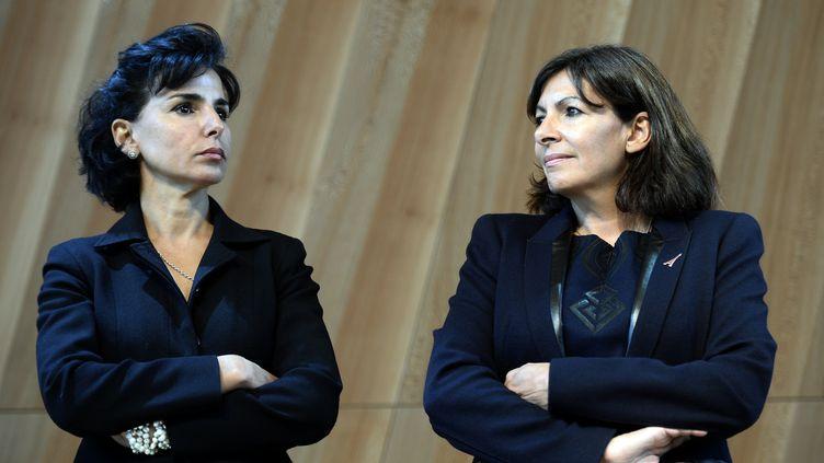 L'ancienne ministre Rachida Dati et la maire de Paris Anne Hidalgo, le 6 octobre 2014 à Paris. (LIONEL BONAVENTURE / AFP)