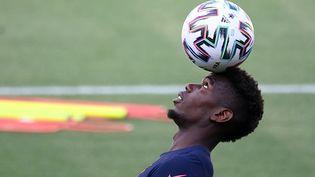 Paul Pogba à l'entraînement à Budapest, le 20 juin (FRANCK FIFE / AFP)