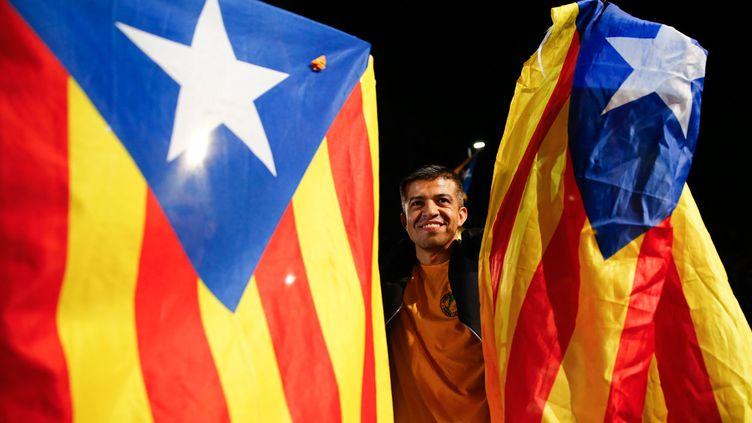 """(Un supporter de la coalition """"Ensemble pour le oui"""" (à l'indépendance), hier à Barcelone ©  REUTERS/Andrea Comas)"""