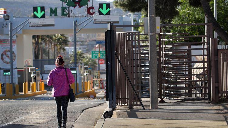 Une femme à la frontière mexicaine. Le Mexique est le premier pays d'origine des immigrants vers les pays de l'OCDE. (SCOTT OLSON / GETTY IMAGES NORTH AMERICA)