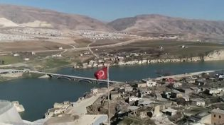 Les habitants de Hasankeyf (Turquie) vont bientôt tout perdre. Leur commune va être engloutie sous les eaux du Tigre. (FRANCE 2)
