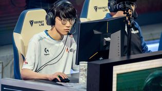 """Jang """"Nuguri"""" Ha-gwon, joueur de e-sport coréen, le 13 octobre 2019, lors des Mondiaux de League of Legends. (CHRISTOPH SOEDER / DPA)"""