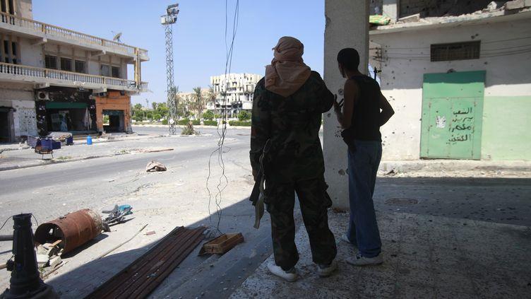 Sur la place principale de Zaouïa (Libye), la ville où ont eu lieu les enlèvements de Tunisiens le 17 avril 2012. (BOB STRONG / REUTERS)