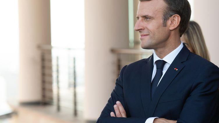 Emmanuel Macron visite Erevan, la capitale de l'Arménie, à l'occasion d'un sommet de la francrophonie, le 11 octobre 2018. (ASATUR YESAYANTS / AFP)