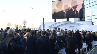La reine Mathilde et le roi belge Philippe à la cérémonie pour les victimes des attaques terroristes de l'année précédente, mercredi 22 mars 2017 à l'aéroport de Bruxelles à Zaventem. (ERIC LALMAND / BELGA MAG)