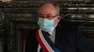 Loiret : l'émotion d'un maire guéri du coronavirus (FRANCE 2)