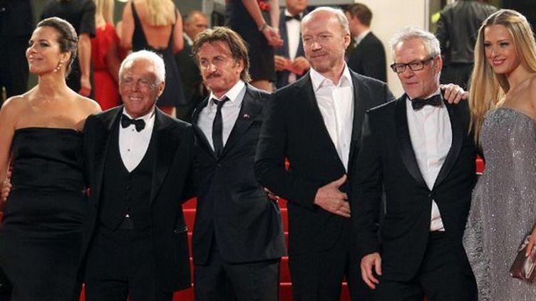 Roberta Armani, Georgio Armani, Sean Penn, Thierry Fremaux et Petra Nemcova hier soir  (VALERY HACHE / AFP)