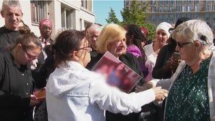 800 personnes ont défilé mercredi 18 septembre pour demander justice pour Johanna Tilly, poignardée à mort par son conjoint sous les yeux de leurs enfants lundi. C'est le 105e féminicides depuis début 2019. (CAPTURE ECRAN FRANCE 2)