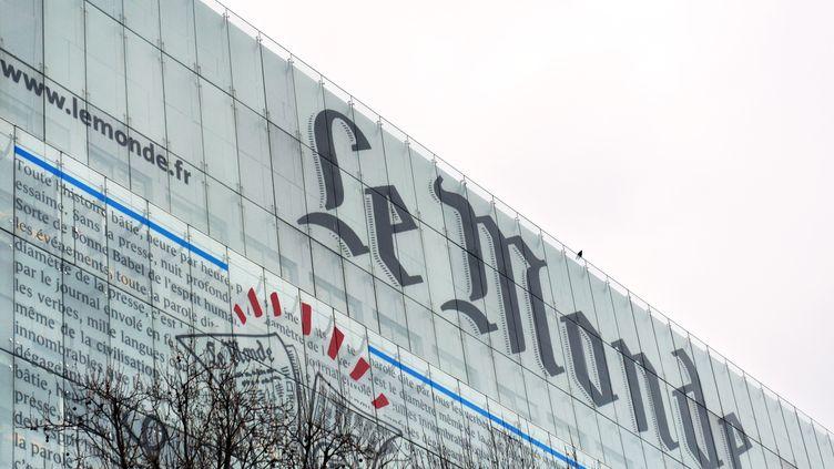 """La façade des locaux du """"Monde"""", le 7 mars 2013 . (MIGUEL MEDINA / AFP)"""