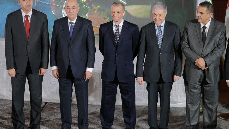 Les cinq candidats de gauche à droite : Azzedine Mihoubi, Abdelmadjid Tebboune, Abdelkader Bengrina, Ali Benflis et Abdelaziz Belaïd, le 16 novembre 2019. (- / AFP)