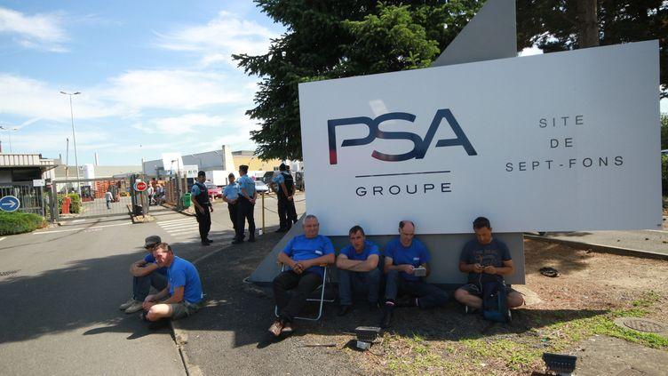 Des salariés de GM&S avaient déjà bloqué le site PSA de Sept-Fons (Allier), le 5juillet 2017. (MAXPPP)
