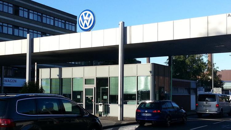 (L'entrée de Volkswagen à Wolfsburg, ce mercredi matin © Radio France - Sébastien Baer)