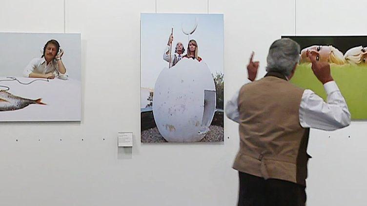 Jean Marie Périer devant ses clichés des sixties à Albi  (France 3 / Culturebox)