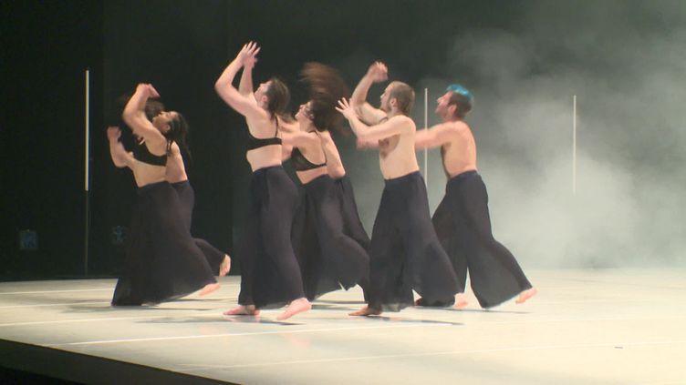 Une représentation organisée pour les programmateurs de spectacles sur au théâtre des Salins, Martigues (FRANCE 3)