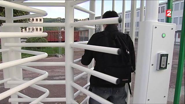 Sécurité : des portiques aux abords des lycées